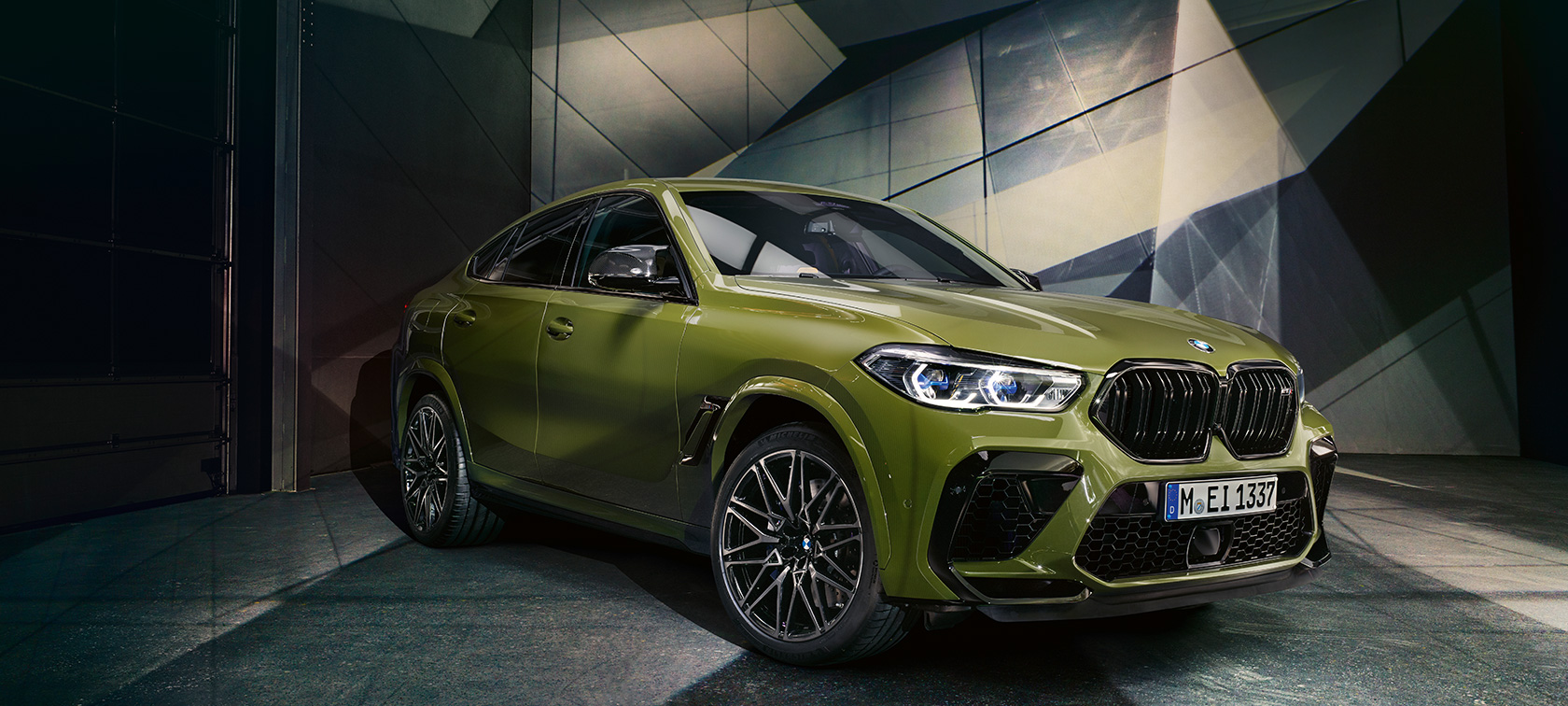BMW X6 M Competition BMW Individual speciale lak Urban Green F96 2020 zijaanzicht
